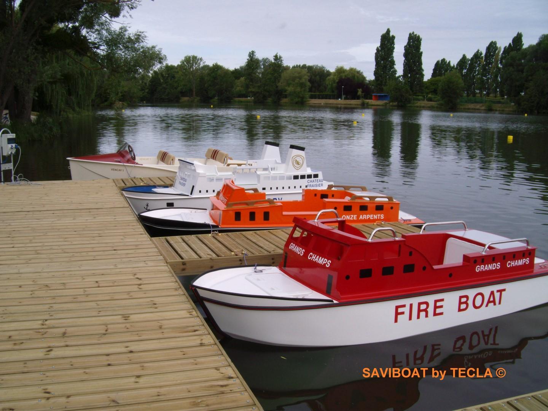 bateau electrique saviboat port miniature feu. Black Bedroom Furniture Sets. Home Design Ideas