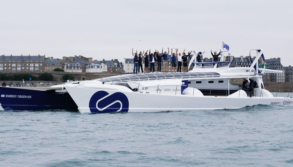 Energy Observer : le catamaran à hydrogène quitte le port de Saint Malo
