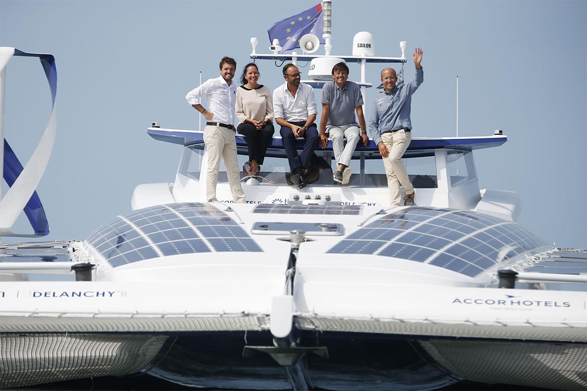 Edouard Philippe et Nicolas Hulot à bord d'Energy Observer