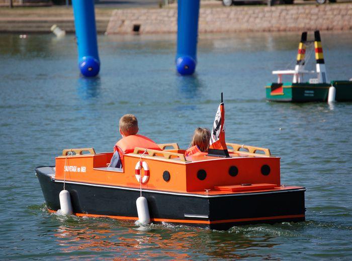 Bretagne : les bateaux électriques miniatures de Saviboat sur le plan d'eau du Linkin