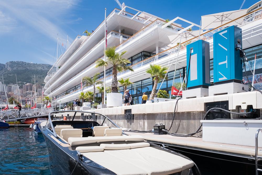 Le Yatch Club de Monaco installe des bornes rapides pour les bateaux électriques