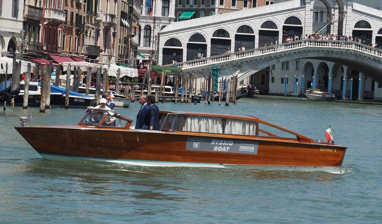 Transfluid livre un premier bateau-taxi hybride à Venise