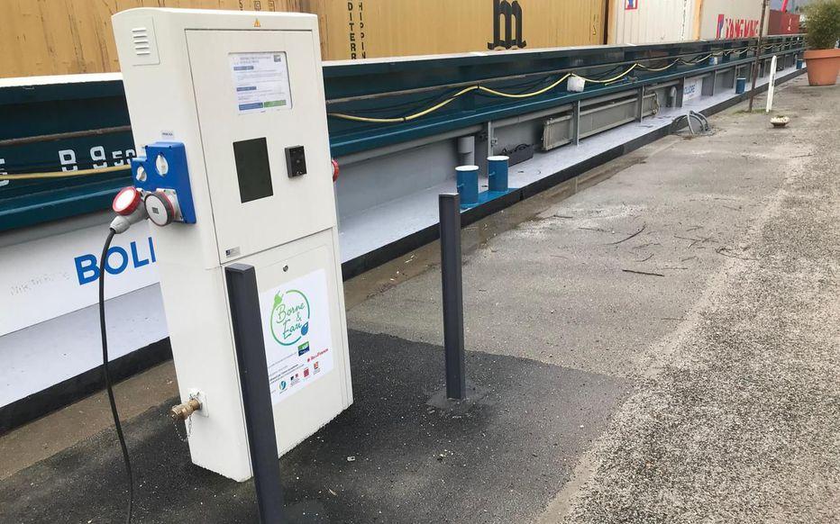 Des bornes de recharge pour les bateaux électriques le long de la Seine