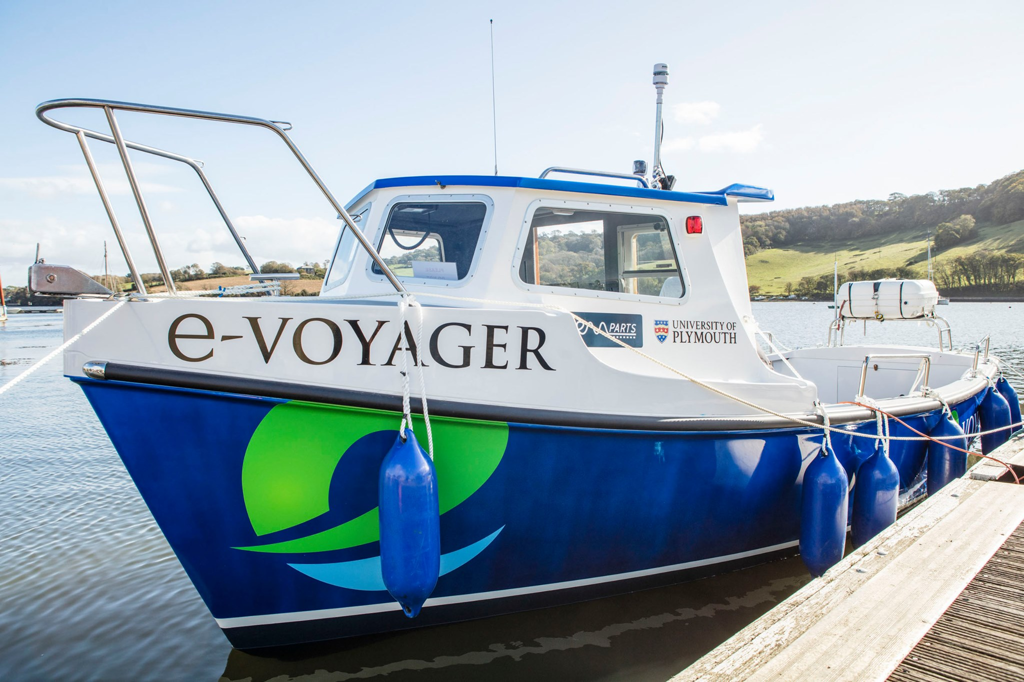 Royaume-Uni : un premier bateau électrique mis à l'essai à Plymouth