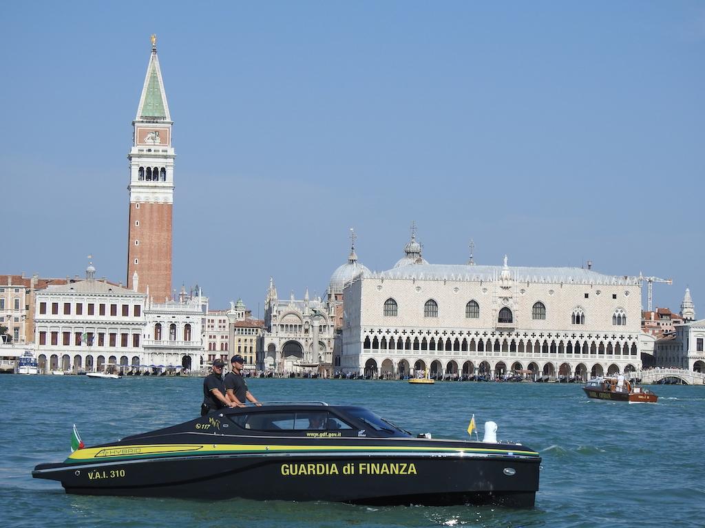 Un bateau de patrouille hybride pour la police de Venise