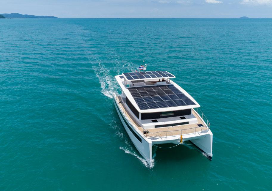 Silent 60 : le nouveau catamaran solaire mis à l'eau