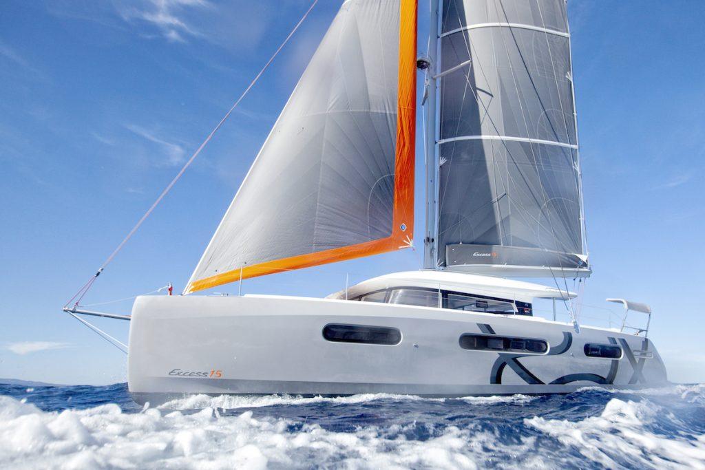Bénéteau prend la vague du bateau électrique
