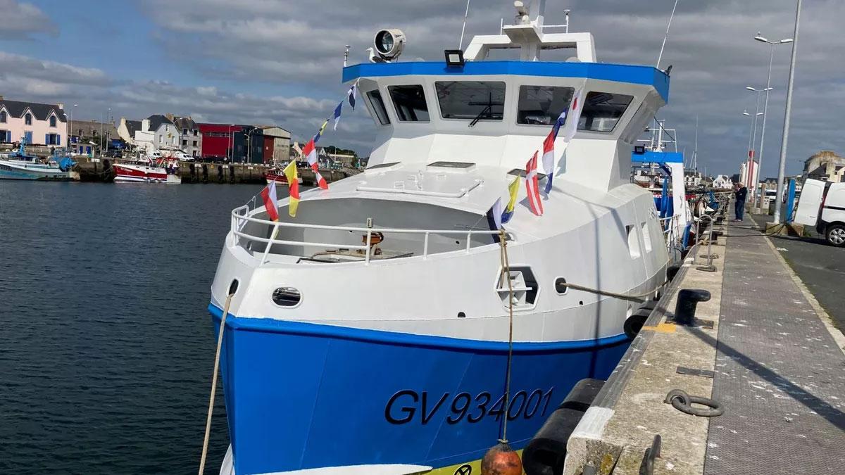 Un premier chalutier hybride mis à l'eau en Bretagne
